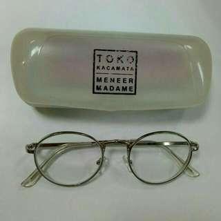 Kacamata minus 2.25 kanan kiri