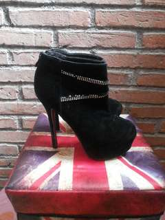 Sepatu boots / ankle boots