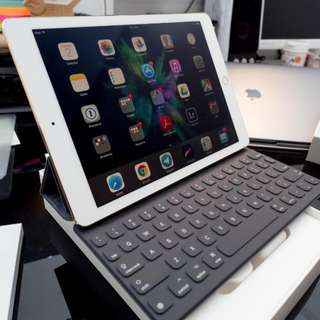 ipad pro 9.7 wifi +4G 256gb with smart keyboard cover