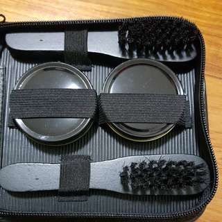 Travel shoe polishing set