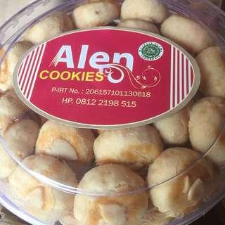Skippy - kue kacang dengan topping almond yg crispy