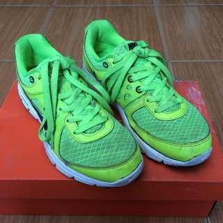 Nike lunar hijau stabilo size 40