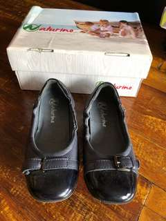Leather shoes for girls