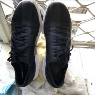 UA 訓練鞋