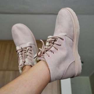 Combat fur boots