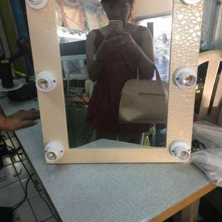 Vanity mirror with bulb