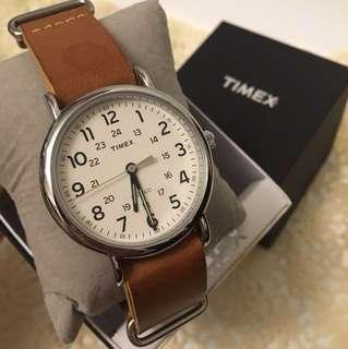 Timex 錶 卡其色錶帶 銀色圈 白色面