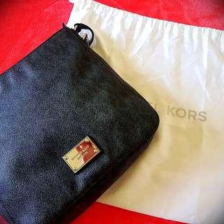 Authentic Michael Kors Crossbody jet set bag