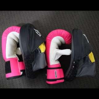 Boxing glove & pad set