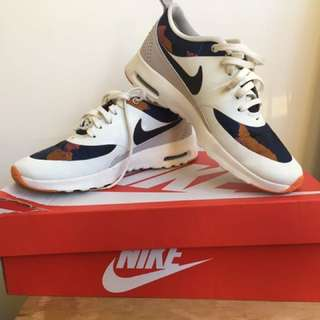 Nike Air Thea Size 6