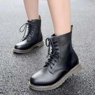 【全新僅試穿】百搭馬汀靴