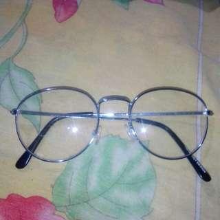 Kacamata gaya - batang gerigi