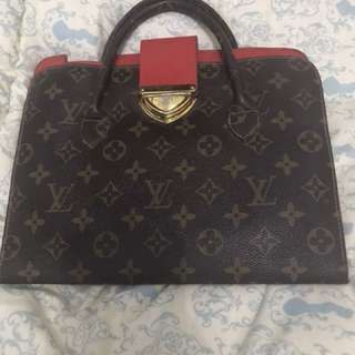 Case tas Ipad LV bisa jadi dompet didalamnya