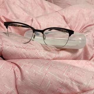 TAYLOR SPECS WITH CASE