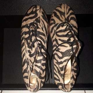 Sepatu Loreng