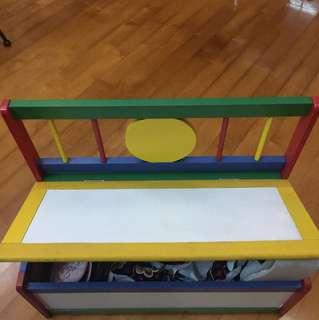 小孩得意鞋櫃及椅子