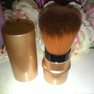 Gold Retractable Kabuki Brush w defects