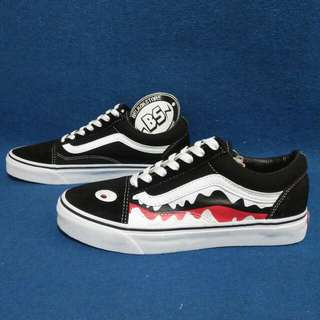 Vans oldskool x bape shark black white