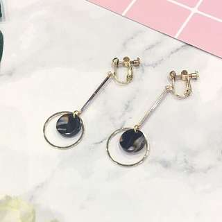 「手作 Handmade」Moon Girl Earclips