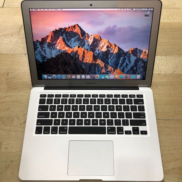 "2015 13"" MacBook Air Core i5  Mint Condition"