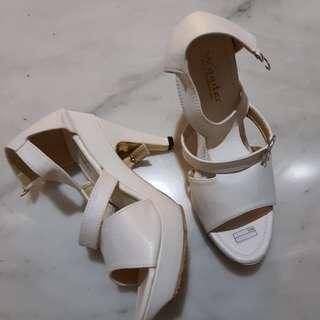 Heels putih gladiator