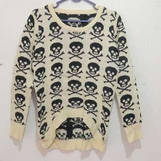 Sweater Rajut Tengkorak
