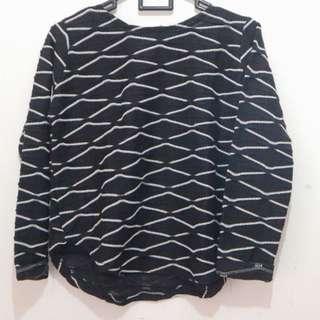 T-shirt hitam garis