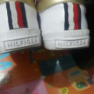 Auth. Tommy Hilfiger