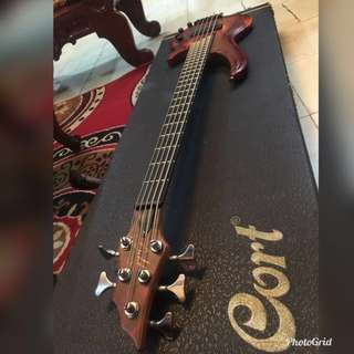 Cort Curbow 5 Bass with hardcase