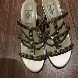 Valentino sandal rose gold size 36