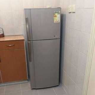 聲寶環保雙門雪櫃 Sharp refrigerator