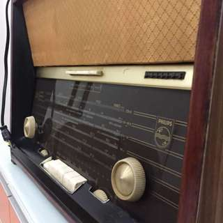 Vintage 1960s Philips Radio