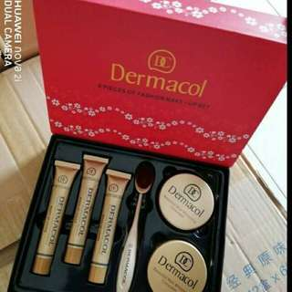 DERMACOL 6PCS BOX RED Dermacol 6 In 1 Set💕  💁‍♀Dermacol Foundation (3 Pcs) 💁‍♀Oval blending Brush 💁‍♀Compact Powder 💁‍♀Blusher