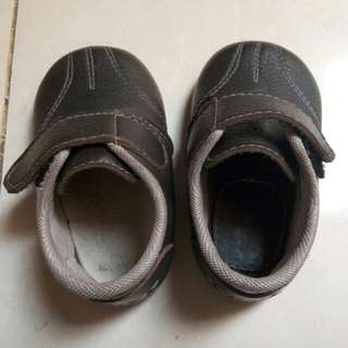 Sepatu Hipofant