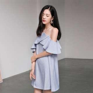 Strapless sleeveless / off shoulder dress