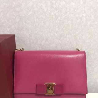 salvatore ferragamo bag(baby pink)