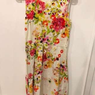 Wallis dress size 8 , normal price 900rb