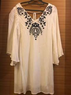 (S/M) Embroidered dress