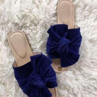 Tie know sandals