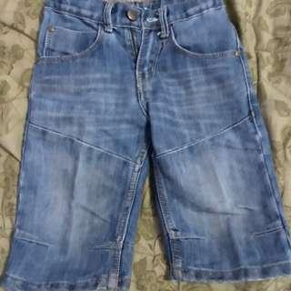 Celana pendek hotweels