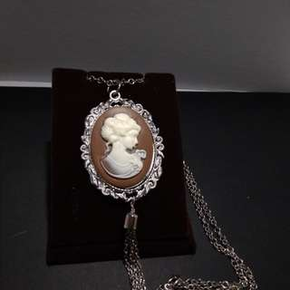Brown cameo necklace in silver settings