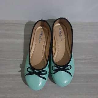 Doll shoes - Black ribbon details