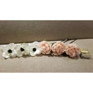 3枝白色蒙羅麗莎絲花,超高質,像真度極高。每枝$7
