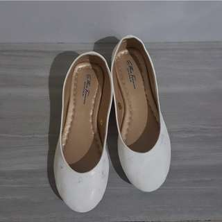 Doll shoes - White round ballet