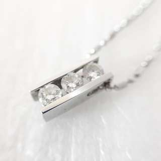 Diamond necklace 周生生