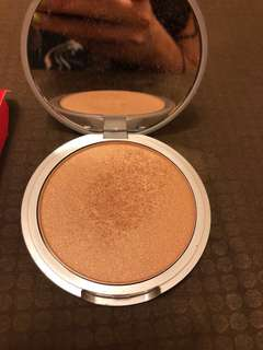 The Balm Bonnie Lou Manizer Highlighter