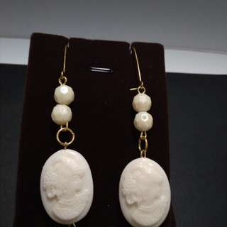 Faux ivory cameo double sided earings with beads