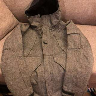 Hare 灰色有帽外套