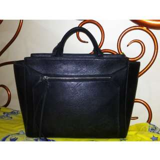 Stradivarius Bag Kondisi 99% colour black (Nego Tipis)