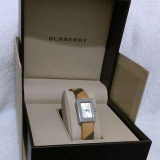二手。Burberry專櫃長方形格紋造型手錶